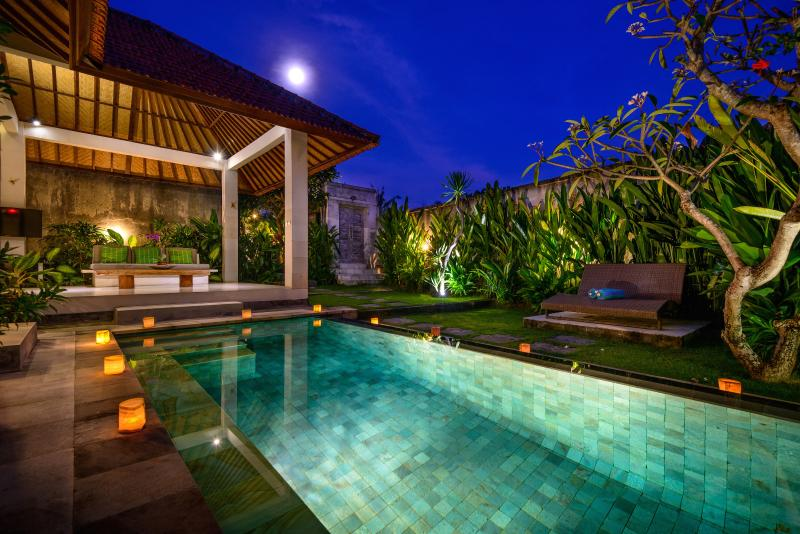 The pool lit by light adds to a romantic atmosphere