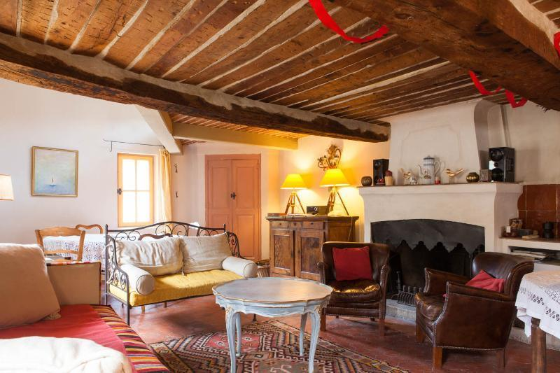 Large living room with original 17th century beams