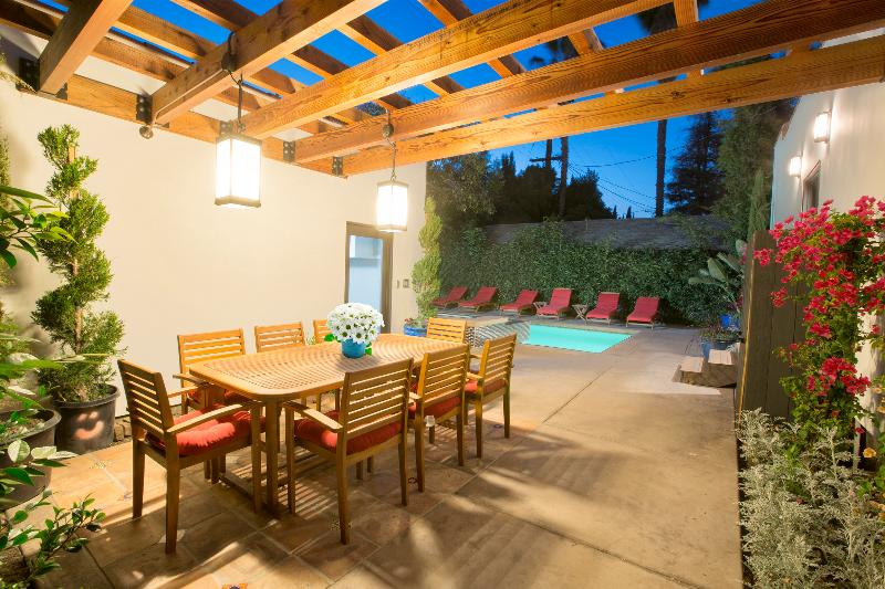 Private Outdoor Patio Dining area