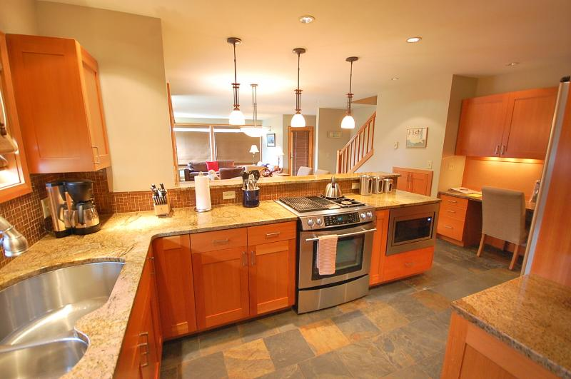 Granite counters and new stainless appliances