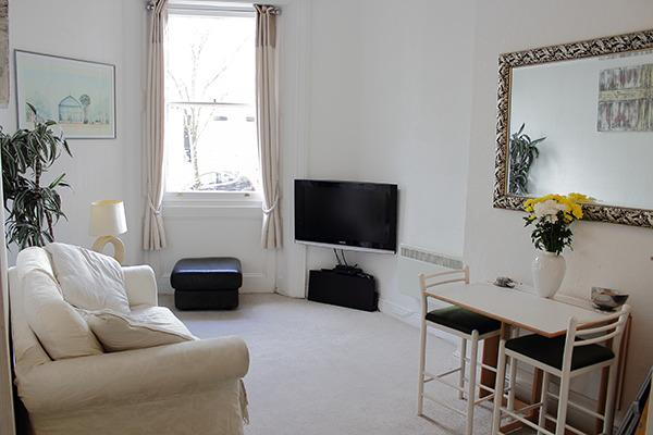 Lounge.High speed Internet and Satellite T.V..new carpets throughout Apartment