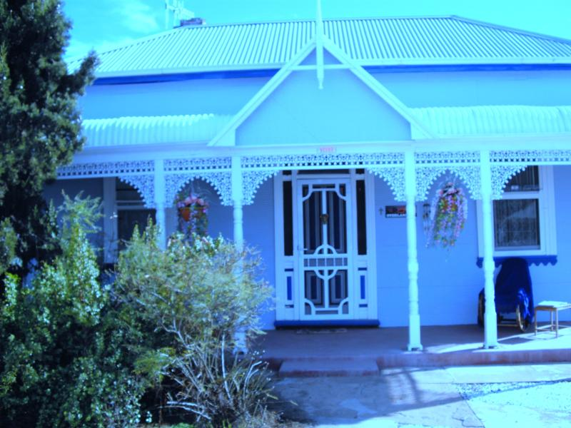 ELLA'S PLACE - Charming, newly restored and historical Circa 1901