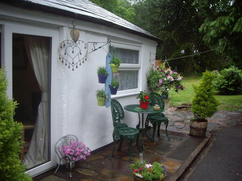 Glascoed Bungalow riverside location close to the center of the village pet friendly WIFI included