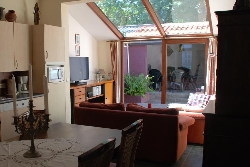 Living room - light-flooded and quiet: it is oriented to the Carmelite Monastery