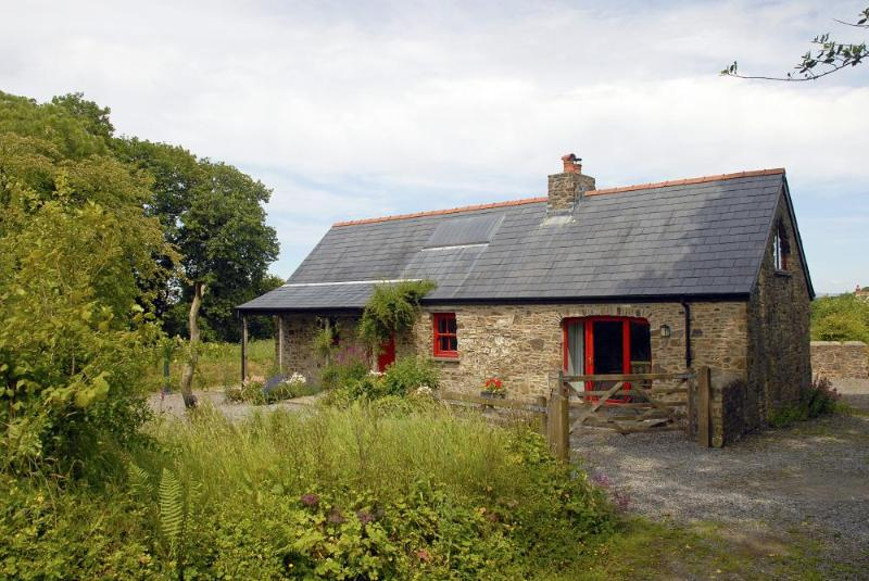 South Pembrokeshire holiday cottage near the Secret Waterway - do