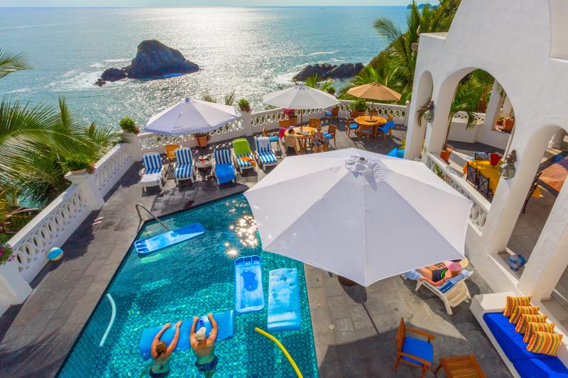 Sun drenched pool, jacuzzi, deck and spectacular 180° views of the Pacific