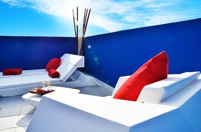 private solarium on the upper roof terrace furnished by Vondom