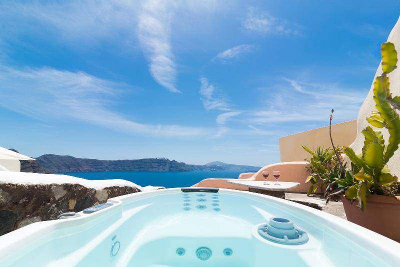 Amazing Caldera view from the mini spa and from inside the house!