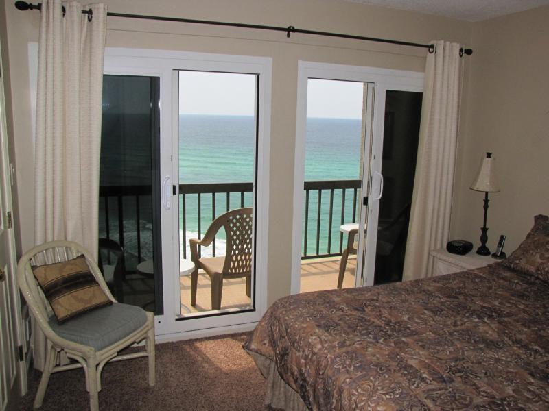 Master Bedroom - balcony on beach - awesome View