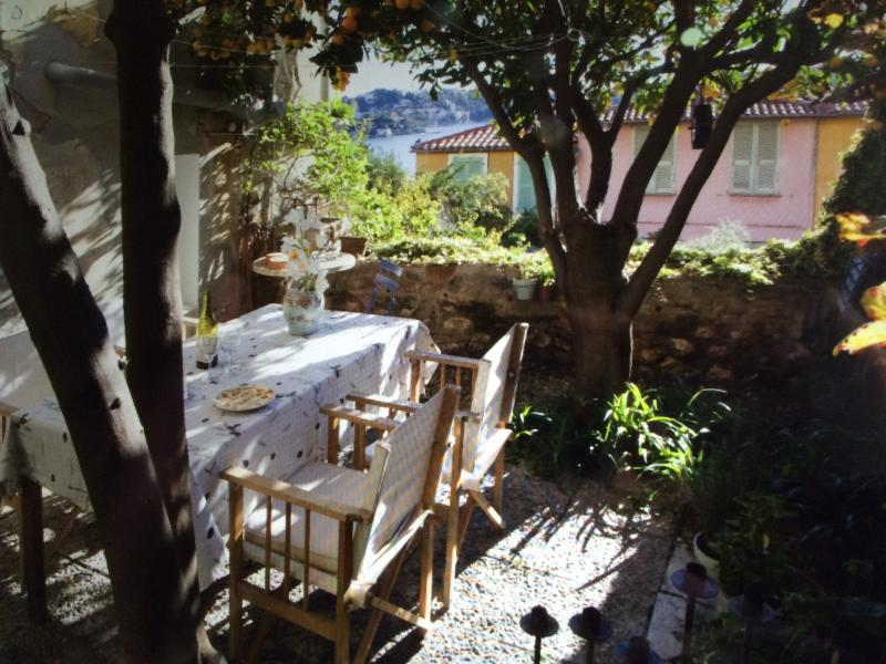 Private & secluded garden for alfresco dining - Weber BBQ available for guests