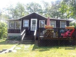 Adorable 3 bedroom, 1 Bath pond retreat with views of Long Pond!, Harwich