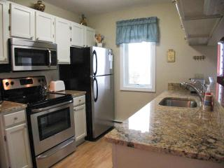 Ocean Edge Townhouse with A/C & Pool (fees apply) - HO0030, Brewster