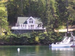 COVESIDE ON LINEKINE BAY | CONTEMPORARY COTTAGE AT THE EDGE OF LINEKIN BAY | COUPLES RETREAT |, Boothbay
