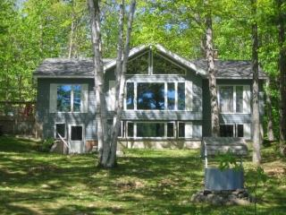 DUCK INN | WAYNE MAINE | ON DEXTER POND | KAYAKING, FISHING, SWIMMING, BIRDING | FAMILY VACATION | GIRL'S WEEKEND - Wayne vacation rentals