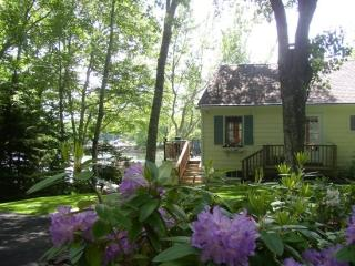 DASH INN | EAST BOOTHBAY | COVE-SIDE | COTTAGE GARDEN| ROMANTIC GETAWAY | KAYAKER'S DREAM, Boothbay