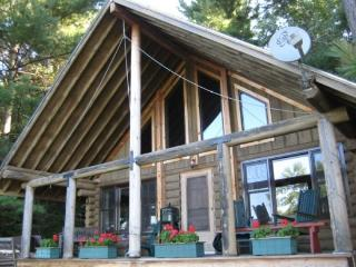 Two Bedroom MountainTop Log Cabin, Brandon