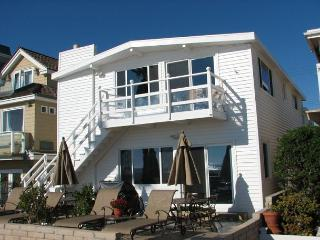 Gorgeous 2 Bedroom Oceanfront Condo! Beautiful Views! (68179) - Newport Beach vacation rentals