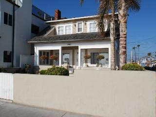Beautiful Oceanfront Single Family Home! Huge Front Yard & Porch! (68173), Newport Beach