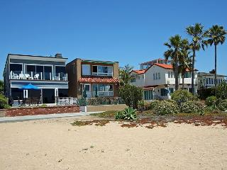 Beautiful Oceanfront Upper Duplex! Come & Relax at the Beach! (68300), Balboa Island