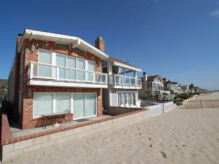 Enjoy Your Vacation at this Beautiful Oceanfront unit! Huge Patio! (68178), Newport Beach