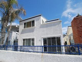 5 Houses from Ocean! 4 Bedroom Upper Level Duplex! (68161) - Newport Beach vacation rentals