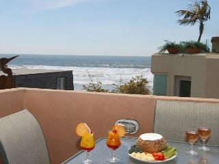 Ocean views  from this 3-bedroom condo - Rooftop deck with ocean views!, San Diego