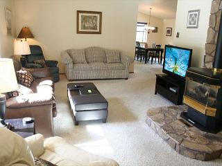 Delightful Sunriver Home with Flat Screen TV and Hot Tub Near North Store