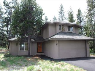 Relaxing Sunriver Home with A/C and Bikes Near North Entrance