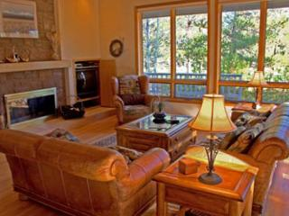 Ski Specials Sunriver Home with Flat Screen TV and Hot Tub On the Golf Course