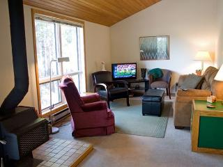 Affordable Sunriver Home Pet-Friendly and Sunroom Near the Village
