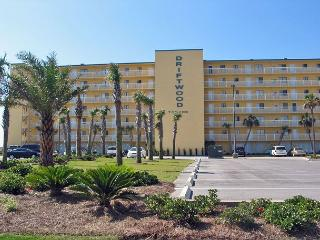 Driftwood Towers 6E ~ Very Nice Condo on Beach, Gulf Shores