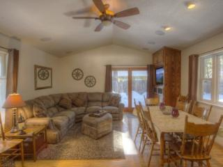 Classic cabin, accessible to summer and winter fun - CYH0840, South Lake Tahoe