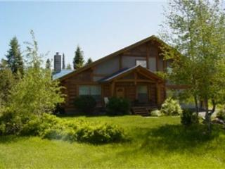 Log Home with Private Hot tub and Trailer Parking!, McCall