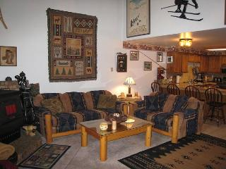 Mountain style condo, walk to Downtown and beach., McCall