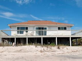 Corrigan - Perfectly Sized Beach Front Home, Isola Edisto