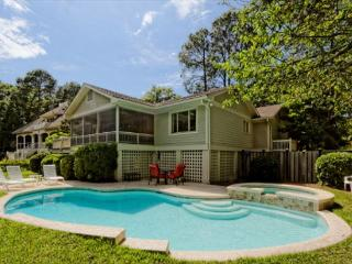 3rd Row 4BR/3BA Pet Friendly Home Offers Heated Pool and Spa and Backyard, Hilton Head