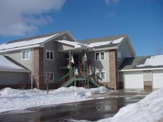 Mustang Run: 3BR, Ground Level. Private Hot Tub, Steamboat Springs