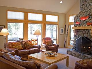 Lodge Style Sunriver Home/on Golf Course and Free SHARC Access