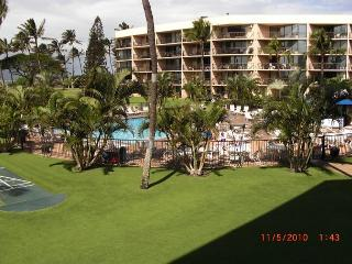 Maui Sunset 323B  1400 square feet with two Lanais and excellent ocean view!, Kihei