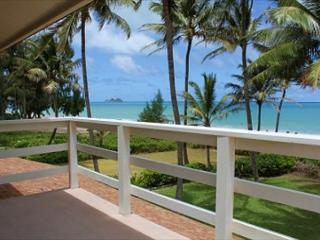 June Special $395 | Four bedroom with hot tub on spectacular Waimanalo beach