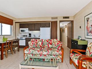 Waikiki Park Heights #1812 - One-bedroom with ocean view and central AC; 5 min. walk to beach. Sleeps 4. - Waikiki vacation rentals