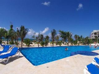 Ocean view unit. Very close to Beach. Great Price! Lovingly furnished, Cozumel