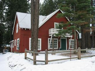 Refreshed Five Bedroom Tahoe Style Cabin - Amazing Location., South Lake Tahoe