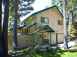 The views are breathtaking, whether from the deck, hot tub or living room., South Lake Tahoe