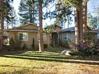 Nice ranch style home that backs to the golf course!, South Lake Tahoe