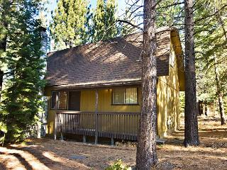 Nice, economic, vacation cabin with wood fireplace and open deck, South Lake Tahoe