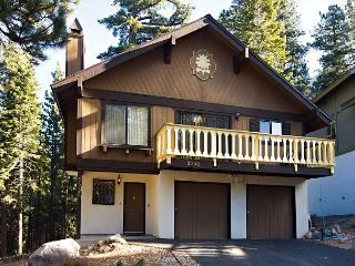 Spacious 3BR+Loft/2BA Chalet sleeps up to 10, South Lake Tahoe
