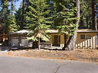 Pleasant one story house, pet friendly and conveniently located!, South Lake Tahoe
