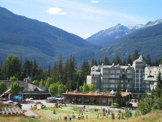 Luxury Ski in ski out upgraded condo with hot tubs, pool, free internet, view, Whistler
