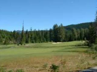 Luxury 2 bd townhouse on Chateau Whistler Golf Course, free internet, hot tub